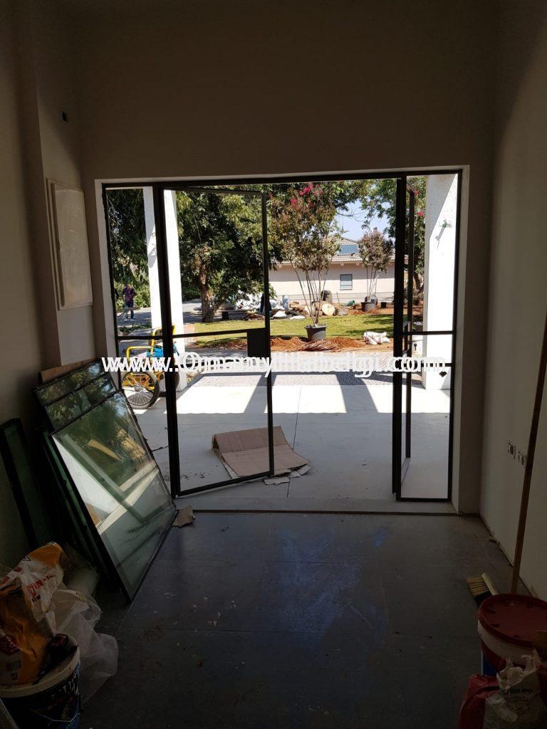 דלתות בלגי, חלונות בלגי